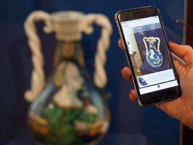 Как технологические приложения возвращают людей в музеи?