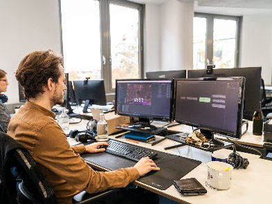 Технології, платформи, завдання — що драйвить геймдев-фахівців в роботі. Опитування Pingle Game Studio