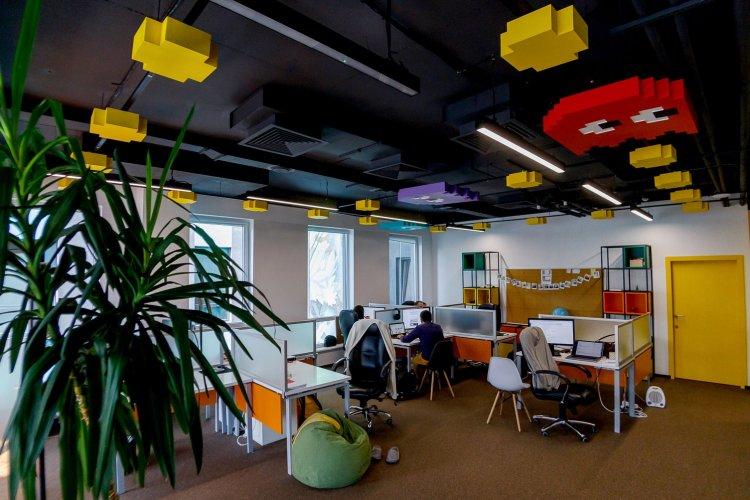 Lego-стіна і привиди на стелі у CharStudio