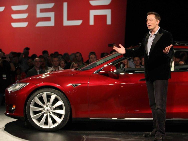 """Якщо не з'явився на роботі і не попередив – ти муд*к: """"антипосібник"""" Tesla для новачків"""