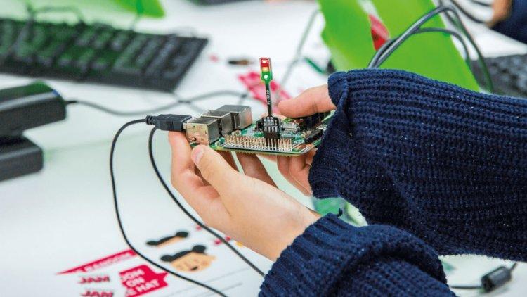 200 тисяч замовлень після ролика на YouTube і 1 млн продажів за рік: історія виробника міні-комп'ютерів Raspberry Pi