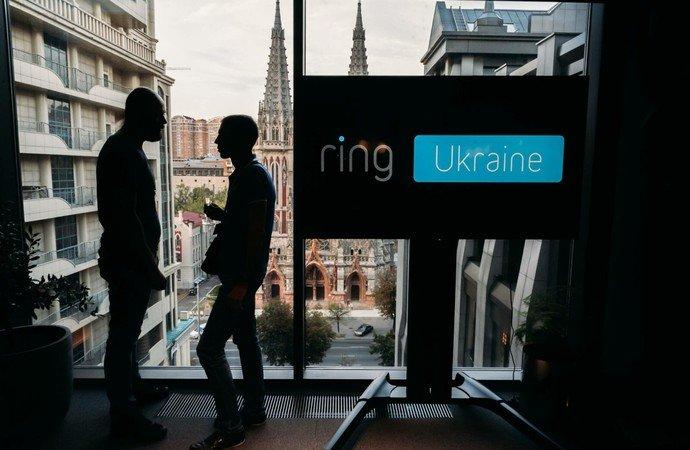 Хакеры взламывают камеры Ring и оскорбляют американцев. При чем тут украинские разработчики?
