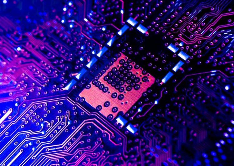 Закон Мура вырастил ленивых программистов. Но он отмирает и разработчикам нужно меняться