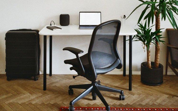 Norm - підйомний стіл з акрилового каменю з вбудованим живленням і технологією машинного навчання для більш ефективної роботи.