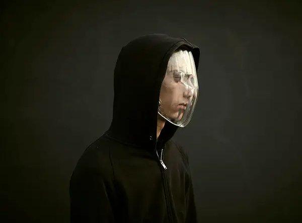 розробив маску в формі лінзи,
