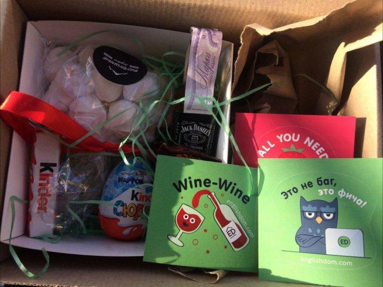 Чемодан, виниловый проигрыватель и носочки: 18 подарков от украинских компаний на Новый год