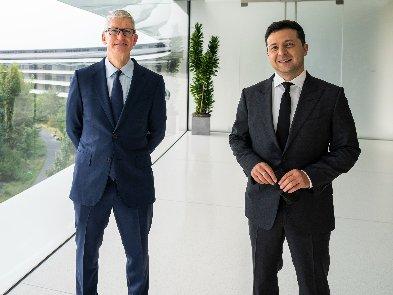 Зеленский встретился с главой Apple. Что они обсуждали
