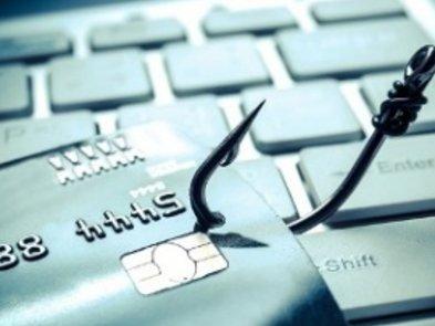 Кіберполіція викрила трьох украінців, які отримували доступ до клієнт-банку громадян Латвії