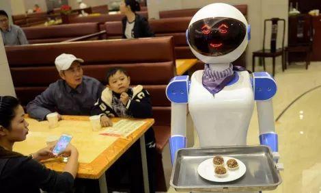 В японском робоотеле уволили сотню роботов — они создали массу проблем