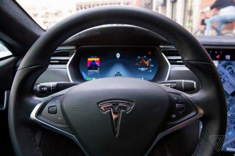 Tesla вернула функцию «Автопилот» новому владельцу подержанной Model S