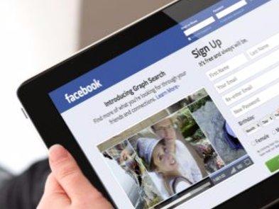 Facebook прослуховує розмови для реклами: реакція українців
