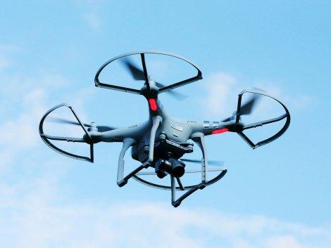 Австралийские инженеры объявили о разработке дрона, с помощью которого можно эффективно выявлять в толпе людей с симптомами Covid-19