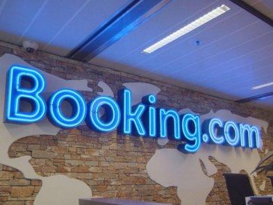 Booking.com увольняет 4 тыс. сотрудников. Увольнения связаны со снижением доходов из-за эпидемии коронавируса
