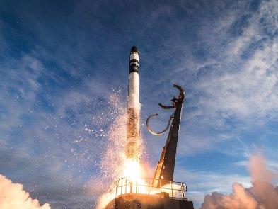 SpaceX возитиме туристів в космос на рекордну висоту