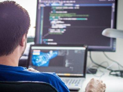 Кабмин: IT-компании могут нанять 5000 иностранцев по упрощенным правилам