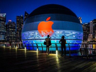 Первый в мире плавающий магазин Apple