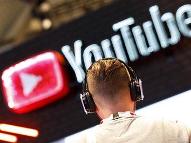 Бывшая модератор контента подала в суд на YouTube, утверждая, что ее работа привела к стрессу и депрессии