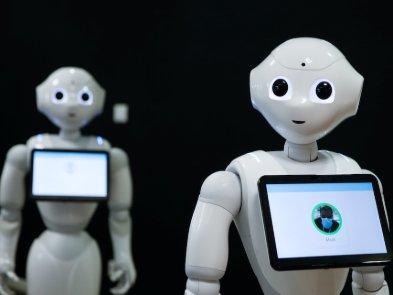 Covid робокоп: во Франции робот напоминает о необходимости носить маску