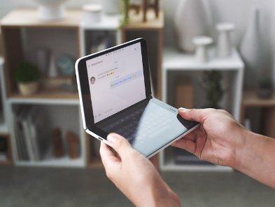 Гнучкий смартфон Microsoft Surface Duo отримає цікаву заміну зовнішньому дисплею