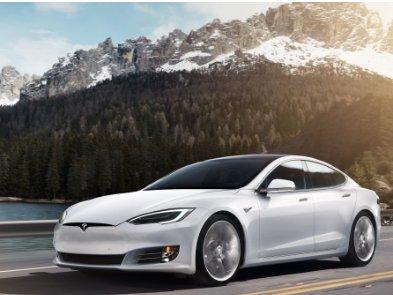Повстання машин: електрокари Tesla самі тиснуть на педаль газу – деталі інциденту