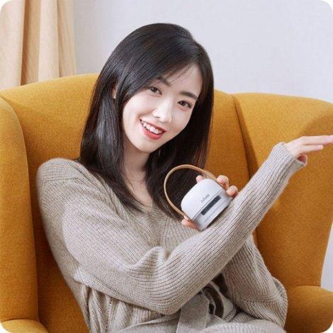 Xiaomi представила машинку для видалення катишків з одягу