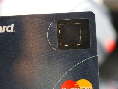 Samsung и Mastercard запустят в этом году платёжные карты со сканером отпечатков пальцев