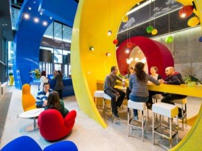 Большинство сотрудников будут работать из офиса три дня в неделю: Google рассказала о возвращении сотрудников с удалёнки