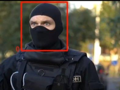 Белорусы научили ИИ распознавать лица силовиков в масках