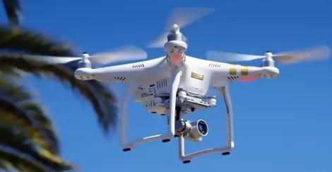 В Австралии засняли первое спасение людей при помощи дрона.