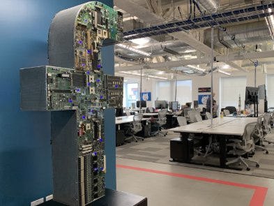 Facebook разрешил сотрудникам работать из дома до лета 2021 года