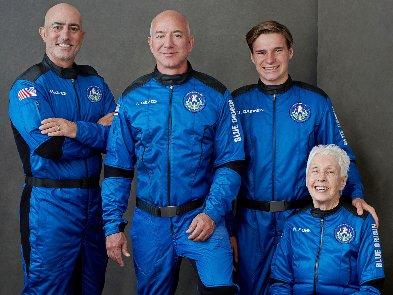 Команда Джеффа Безоса начала 14-часовую подготовку к космическому полёту