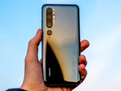 Xiaomi бореться проти коронавіруса: компанія розробила кейс для дезинфікації смартфона