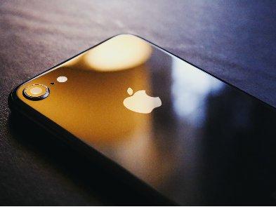 Apple заплатила студентке миллионы долларов за слив интимных фото
