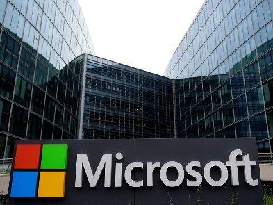 Microsoft раскритиковал собственный Office 2019 в серии странных роликов