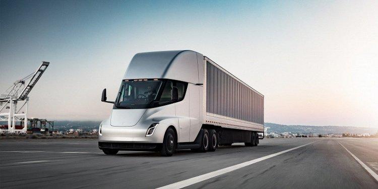 Полностью электрический грузовик Tesla Semi с запасом хода 800 км, который поменяет правила игры, наконец готов к массовому производству