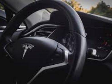 Нейромережа Tesla Model 3 зіграла в шахи із чемпіоном США